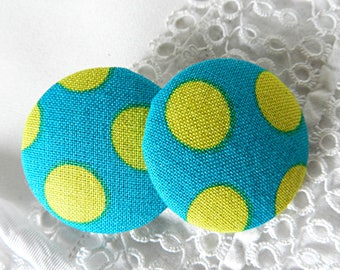 Button, turquoise fabric with yellow polka dots, 32 mm / 1.25 in