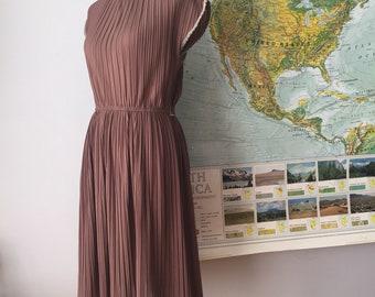 Sweetest 70s Pleated Midi Dress