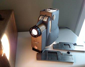 Vintage Streamliner 300, TDC Duo projector with case. Trionar vivid, Anastigmat lense.
