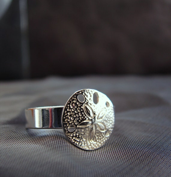Little Sand Dollar ring in sterling silver