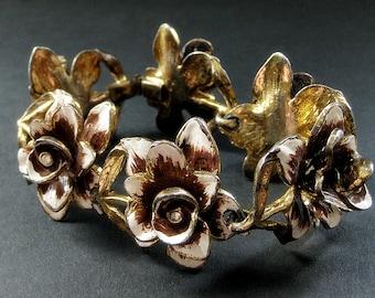 Vintage Flower Bracelet.  Brass Bracelet with Rhinestones. Vintage Jewelry.