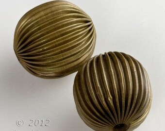 20% OFF Vintage corrugated hollow brass melon beads. 20mm. Sold individually. b18-0406(e)
