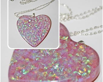 Resin necklace ' iridescent hearts ' (6 different pieces)