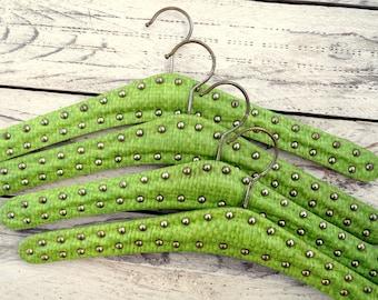 4 vintage coat hangers - clothes hanger - dress hanger - padded hanger with studs - apple green with studs -retro wardrobe unused dead stock