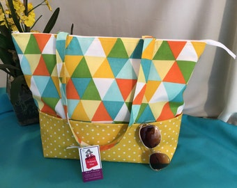 Triangles & Dots Tote-Work-Beach-Pool-Travel-Weekend-Overnight-Gift-Shopping-Pockets-Zipper-Tote-Bag