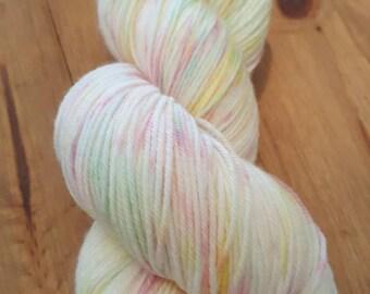 Sherbet Pips - 100g Deluxe Sock superwash 4ply yarn.  Free stitch marker