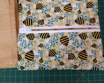 Bee Flat Pouch