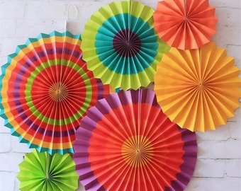 Hanging Fans Rosettes Paper Pinwheels Fiesta Rainbow Banner Rainbow Party Decoration Backdrop Photo Background Cumpleaños Quinceañeras