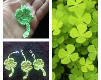 Deco keychain or zipper, four leaf clover shaped