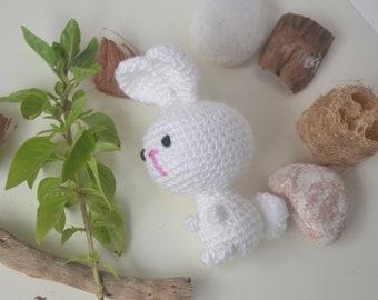 Jouet lapin bébé, amigurumi, animal de lapin bambins peluche. Jouets softy fait à la main.
