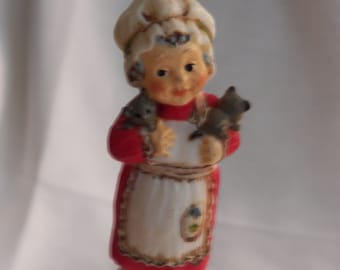 "Vintage Hallmark ""Adorable"" Mrs. Santa ornament - 1975 - QX1561"