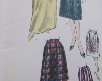 1960s Vogue Skirt Pattern,Vogue 5420 Misses Waist Size 26, Hip 36,Pleated Skirt in two lengths.