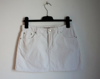 White cotton corduroy short skirt, low waist mini skirt, front and back pockets, medium size, vintage fashion