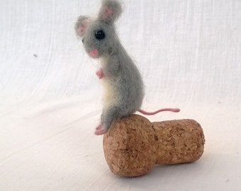 Felted Miniature mouse, Grey mouse, Mini animal, Needle felt, Mice collection, Collectible Dollhouse, Tiny woolen soft sculpture, Cute pet