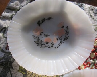 Set of 5 Fire King Termocrisa Mexican Milk Glass Plates