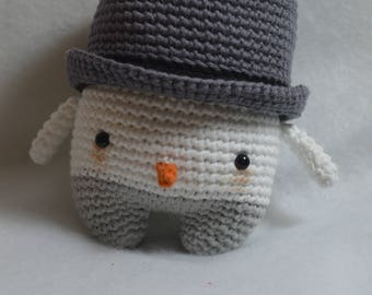 Cuddly plush snowman Neigr amigurumi crocheted in cotton with eyes secured