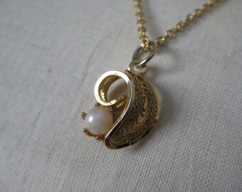 Gold Pearl Filigree Necklace Vintage Pendant