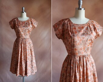pêche rouille Vintage 1950 floral robe avec jupe ample / taille s