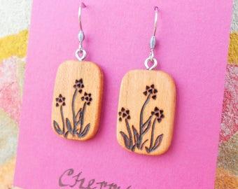 Wooden Flower Earrings/Wood Earrings/Wood Burned Earrings/Earthy Earring/Wood Dangle Earrings/Wildflower Earrings/Sustainable Wood Earrings