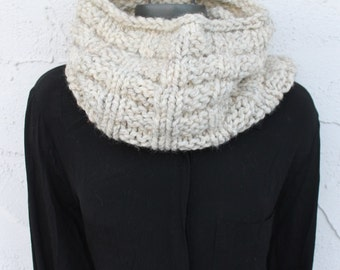Chunky Hand Knitted cowl - Knit scarf - Circle scarf - Cowl - Wrap - Chunky scarf