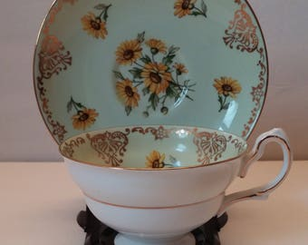 Grosvenor China C797 Daisy Pattern Tea Cup and Saucer - Made in England
