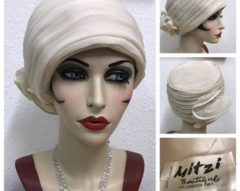 1960's Beige Raffia Pillbox Hat by Mitzi Lorens