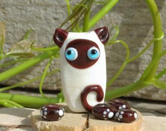 Lampwork cat bead glass cat focal, gift for cat lover, beige brown focal bead sra handmade siamese cat pendant jewelry supplies paw print