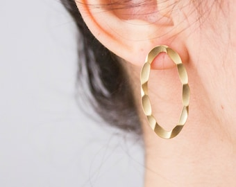 Oval -earrings (16k gold plated oval textured hammered earrings)