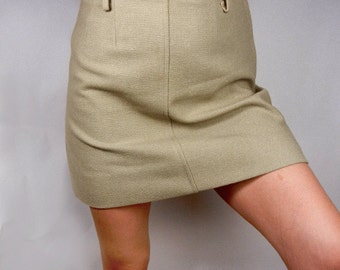 Mini skirt in pale olive green wool from late 1960s size med // Mad Men