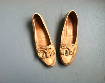 s a l e /// Golden Brown Buttery Soft Leather Cole Haan Vintage Loafers / Size 8.5