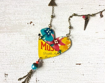 Necklace made with vintage tin boxes, heart-shaped necklace, boho necklace, gift for her, vintage tin necklace, colorful necklace.