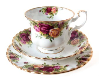 Royal Albert Old Country Roses Tea Cup Trio, Royal Albert English China 1st Edition  (1962-1973) Old Country Roses Tea Cup Saucer & Plate