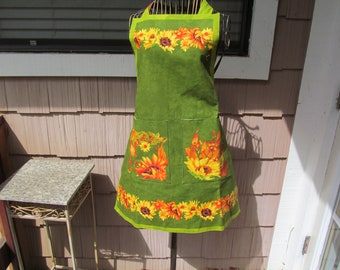 Apron featuring sunflowers, catails and more , two pockets each side, Reversable Apron, floral print, cotton washable