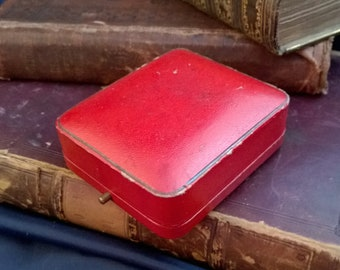red leather vintage jewellery gift box