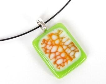 Vert lime fusible verre pendentif collier - Orange Beige Design - verre à la main bijoux - un d'un pendentif aimable