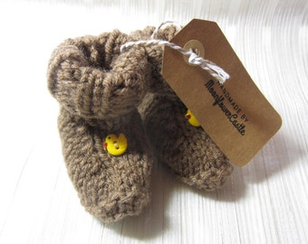 Brown Baby Booties, Knitted Baby Booties, Baby Slippers,  Baby Booties, Baby Boy, Baby Girl, Baby Gift, Yellow Duck Booties, 0-3 months