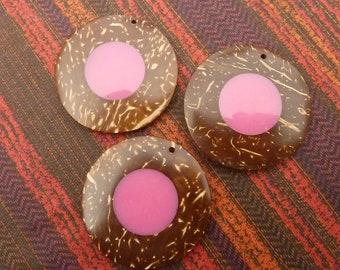 3 handmade coconut and pink resin pendants * 4.5 cm *.