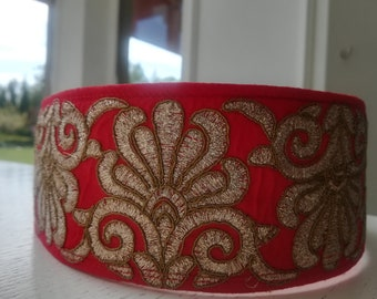 Collar made of silk adjustable length