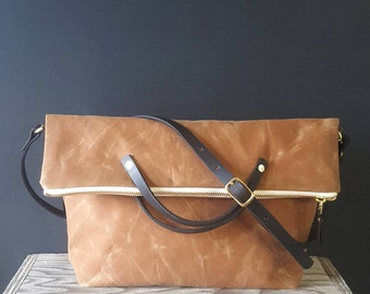 Waxed canvas foldover crossbody bag - Brown