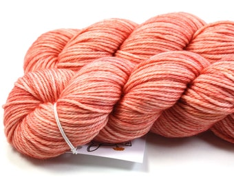 Fuzzy Peach--hand dyed worsted weight, merino superwash (218yds/100gm)
