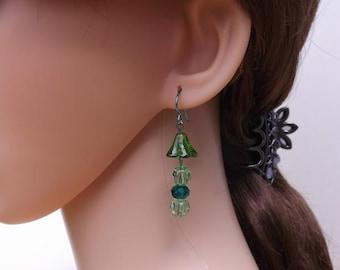 Flower earrings, green glass flower earrings, green dangle earrings, green niobium ear wires