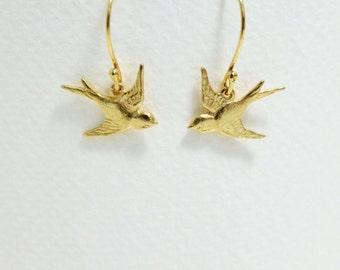 Swallow Earrings, Dainty Sparrow Earrings, Small Bird Earrings, Tiny Dangle Earrings, Nature Jewelry, Gold Drop Earrings, Gift for Women