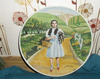 Wizard of Oz - Over the Rainbow Set of Two Plates - Dorothy and Toto and The Scarecrow - Knowles - 1977