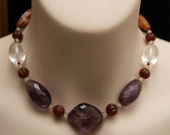 Egypt necklace in Amethyst quartz, hyaline quartz, carnelian.