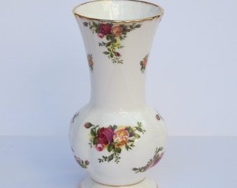 Vase Old Country Roses Royal Albert  Bone China England 9 Inches