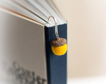 Metal bookmark with natural acorn cap and handmade felted wool bead in yellow -  Cute metal book mark - Small gift for teacher hostess