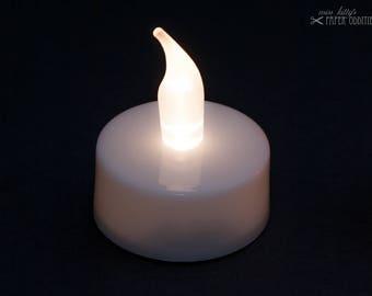 LED-Teelicht mit weißer Flamme