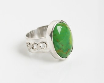 Mohave Green Turquoise Ring Sterling Silver Open Circle Band Accent