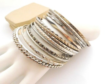 Vintage Retro Set 18 Unmarked Silver Tone Layering Bangle Bracelet Lot Set P47