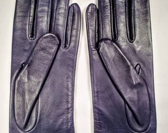 Blue leather gloves ~ Size 8 ~ Antron lined ~ Never worn